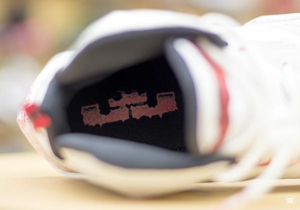 Nike Lebron 13 taches de sang (16)