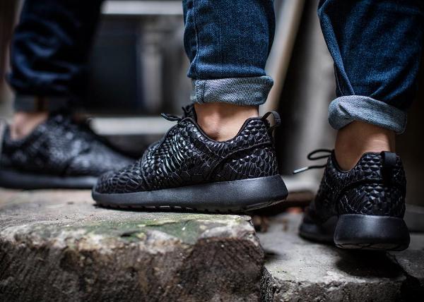 Nike Roshe Run & Black DMB Triple Black
