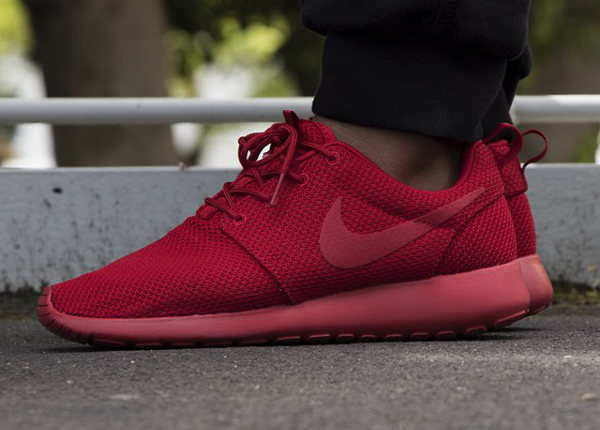 7f856544a84b2 nike roshe run triple red