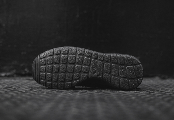 Nike Wmns Roshe One Diamondback noire (2)