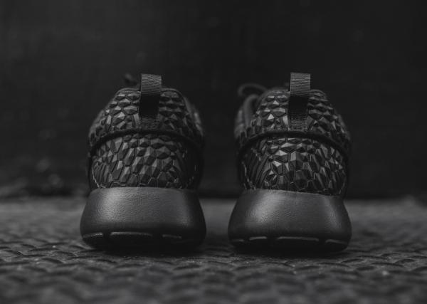 Nike Wmns Roshe One Diamondback noire (3)