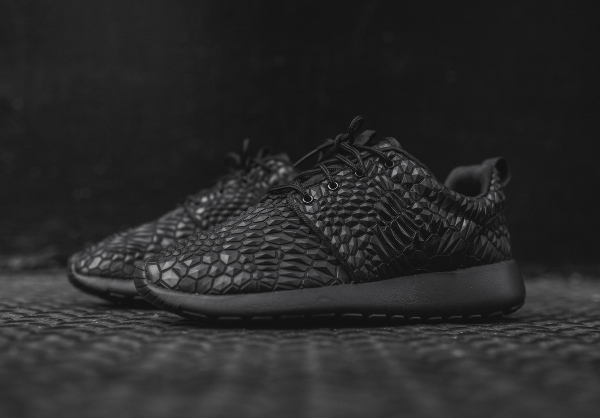 Nike Wmns Roshe One Diamondback noire (5)