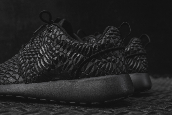 Nike Wmns Roshe One Diamondback noire (6)