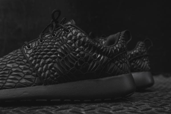 Nike Wmns Roshe One Diamondback noire (7)