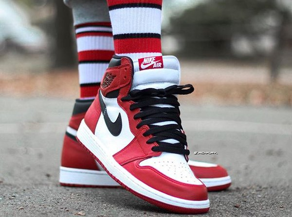 Air Jordan 1 High OG Chicago Retro 2015 (@mr.fury_)