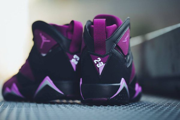 Basket Nike Air Jordan 7 Black Fuchsia Glow Mulberry Wolf Grey (femme) (4-2)