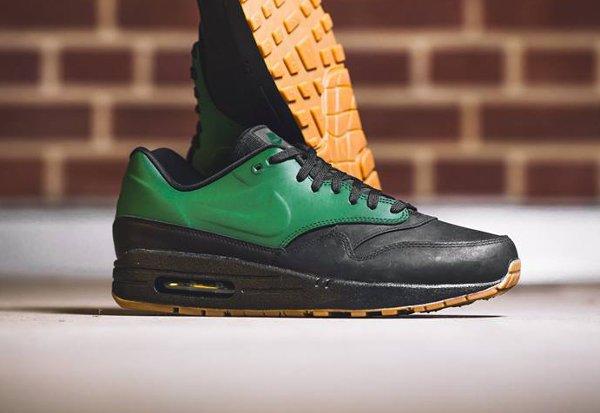 Basket Nike Air Max 1 verte et noire avec semelle gomme (2-3)