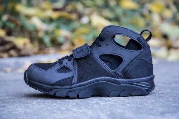 Où acheter la Nike Air Trainer Huarache Triple Black ?