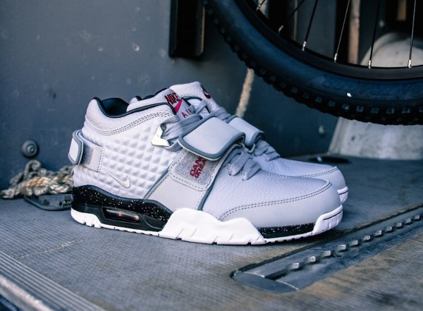 Basket Nike Air Trainer Victor Cruz gris métallique (10)