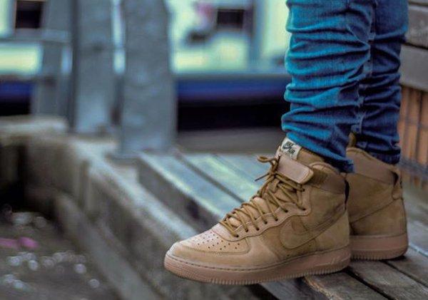 Nike Air Force 1 High 07 LV8 Flax Wheat pas cher (1)