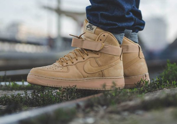 various colors 10295 92ffa ... Nike Air Force 1 High 07 LV8 Flax Wheat pas cher (7) ...