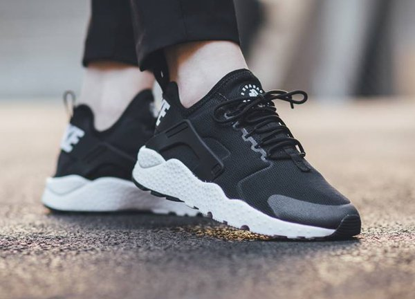 low cost e1e88 8ac5a ... femme rouge 47187 ad2cc shopping nike air huarache ultra run black  white pas cher 1 b5c35 c20a0 ...