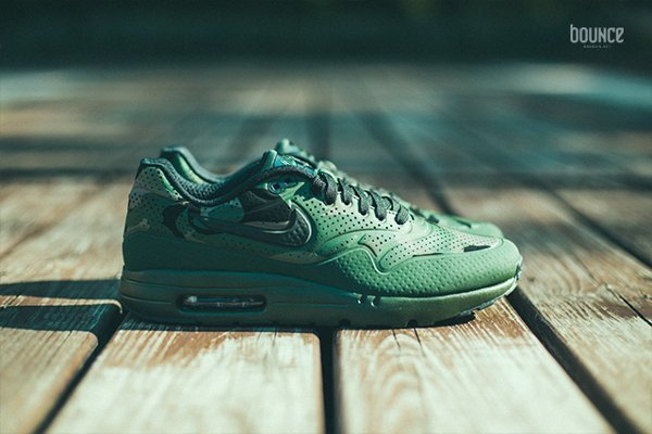 differently 71d1a d079a Nike Air Max 1 Ultra Moire Carbon Green imprimé camouflage vert (1)