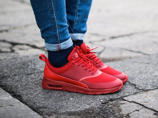 Nike Air Max Thea Triple Red Ruby pas cher (1)