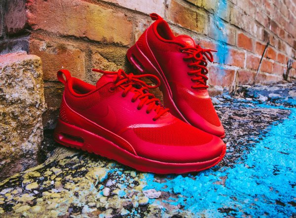 Nike Air Max Thea Triple Red Ruby pas cher (2)