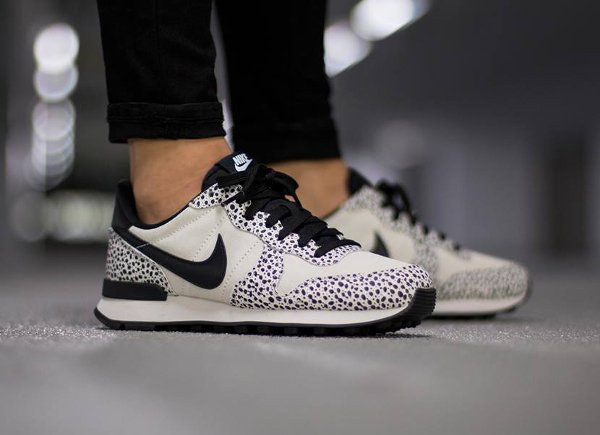 finest selection e0ab9 b3477 Nike Internationalist Safari White Black Light Gum (femme) (2)