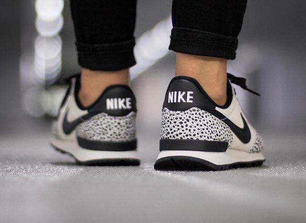 Nike Internationalist Safari White Black Light Gum (femme) (3)