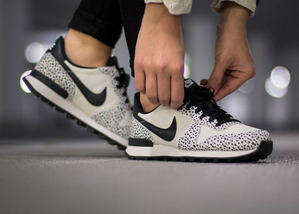 best service f22d3 2c2fd Nike Internationalist Safari White Black Light Gum (femme) (5)