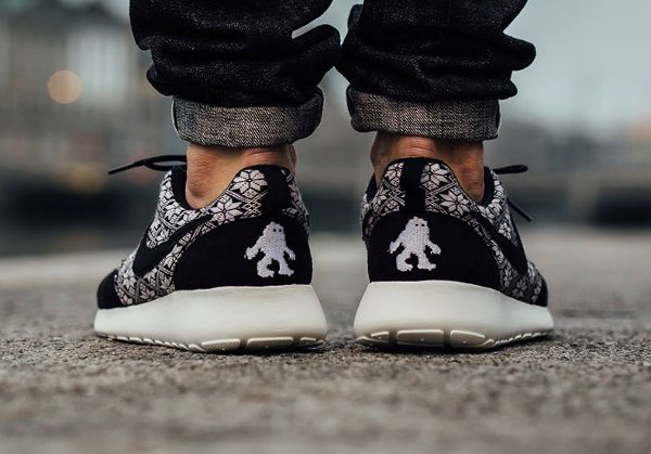 Nike Roshe Run Winter Christmas Yeti Sweater noire (1)