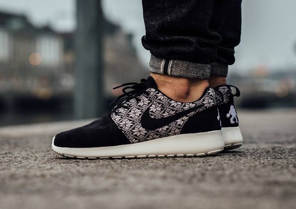 Nike Roshe Run Winter Christmas Yeti Sweater noire (2)