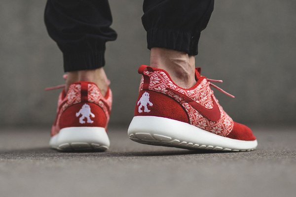Nike Roshe Run Winter Christmas Yeti Sweater rouge (1)