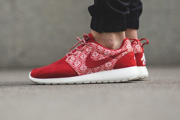 Nike Roshe Run Winter Christmas Yeti Sweater rouge
