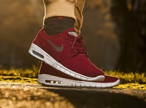 on feet shots of outlet store look for Où acheter la Nike SB Janoski Max Suede Team Red ?