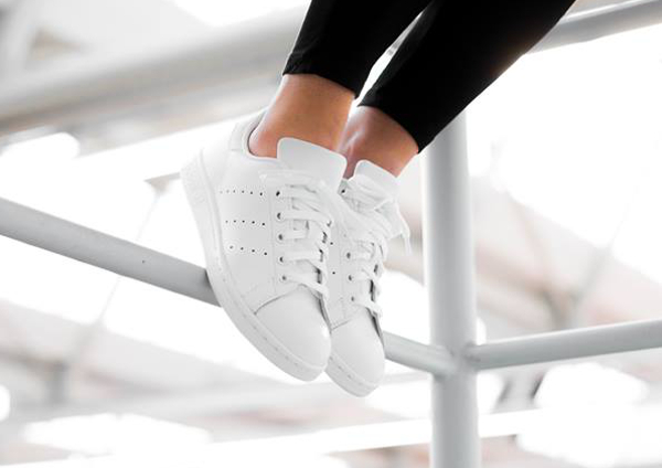 code promo bcfe7 6e2a3 La Adidas Stan Smith 'blanche' Triple White en 8 images