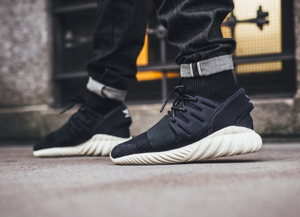 Adidas Tubular Doom Primeknit Black Cream White pas cher (2)
