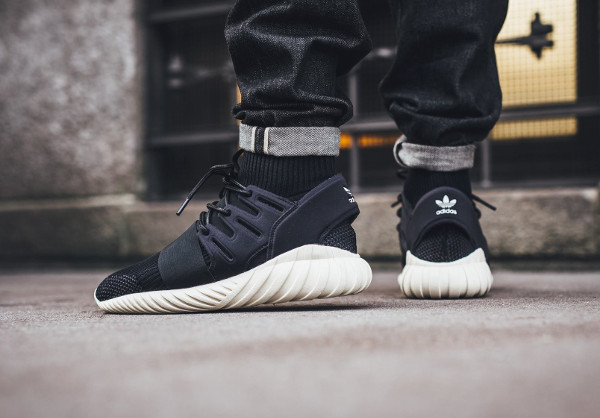 Adidas Tubular Doom Primeknit Black Cream White pas cher (3)