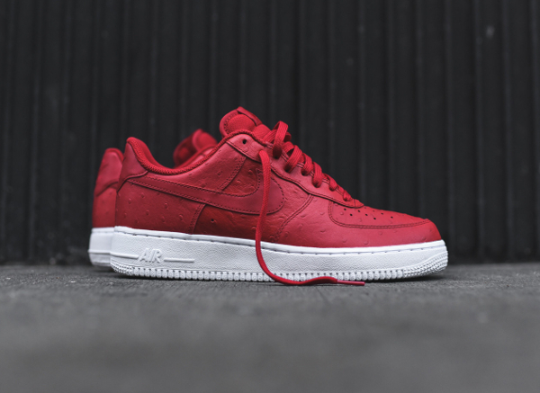 Nike Air Force 1 Low '07 LV8 Red Ostrich pas cher ...