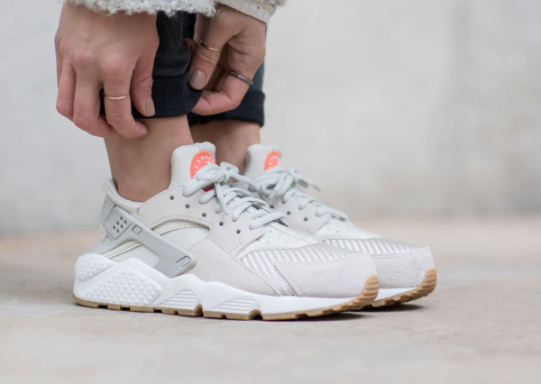 uk availability e92b7 dc402 Nike Air Huarache Textile Light Bone femme pas cher (1)