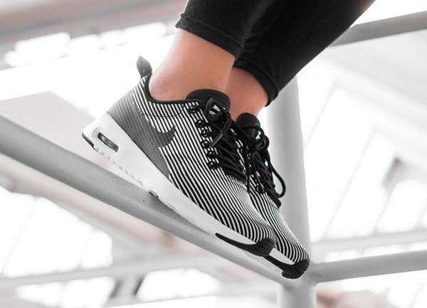 Nike Air Max Thea Jacquard Pinstripe Black White pas cher (1)