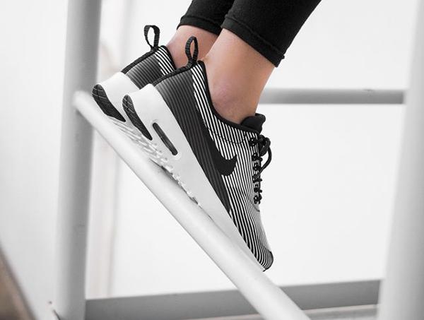 Nike Air Max Thea Jacquard Pinstripe Black White pas cher (3)