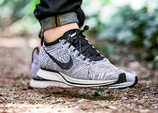 Nike Flyknit Racer Oreo Cookies & Cream pas cher