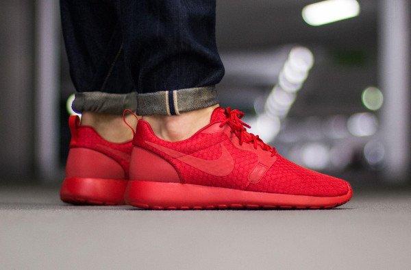 Nike Roshe Run Hyperfuse Triple Red pas cher (1)