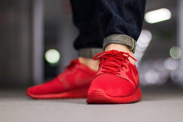 Nike Roshe Run Hyperfuse Triple Red pas cher (2)