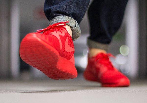 Nike Roshe Run Hyperfuse Triple Red pas cher (4)