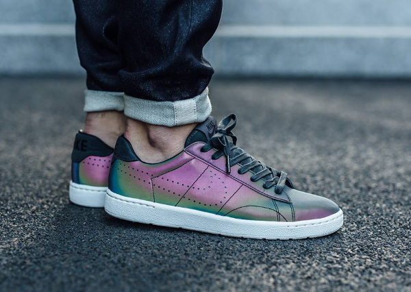 size 40 eed1b fb34a Nike Tennis Classic Ultra Premium QS Holographic pas cher (1)