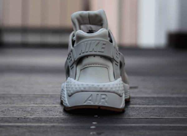 Nike Wmns Air Huarache TXT Light Bone (2)