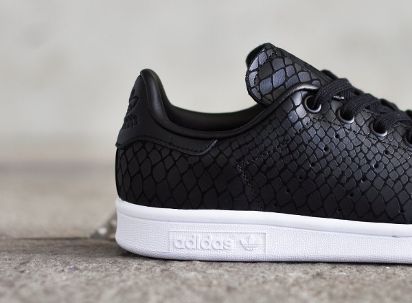 le pack adidas stan smith 39 reptile snake 39 white black. Black Bedroom Furniture Sets. Home Design Ideas