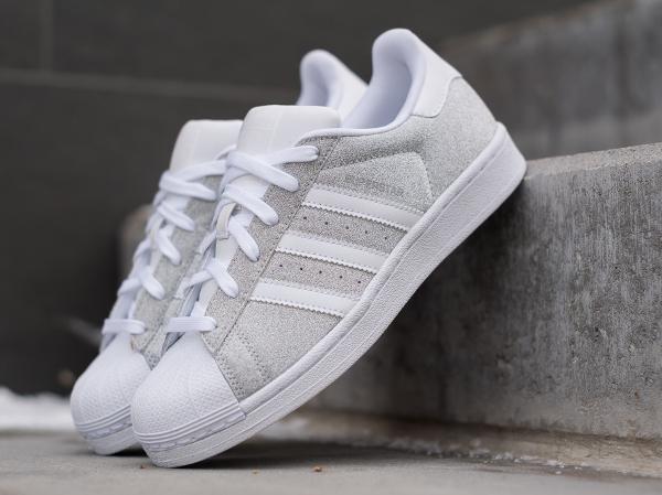 100% authentique ef255 e1c8e Des paillettes argentées pour la Adidas Superstar W