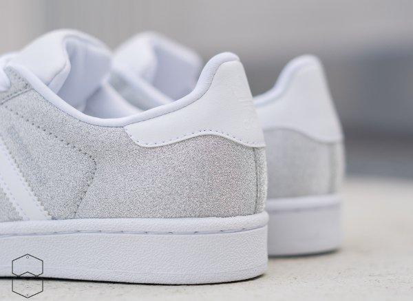 100% authentique af8b7 65bd8 Des paillettes argentées pour la Adidas Superstar W