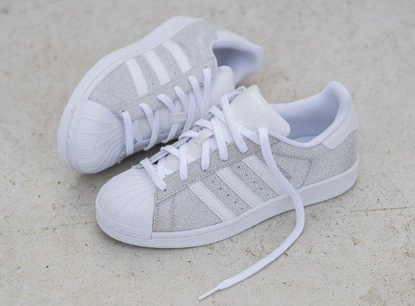 100% authentique 4245b 16f67 Des paillettes argentées pour la Adidas Superstar W