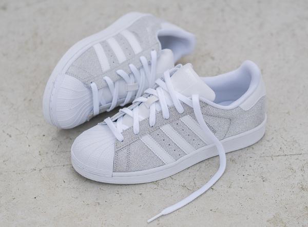 100% authentique 0c26c be7e2 Des paillettes argentées pour la Adidas Superstar W