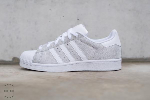 100% authentique 39085 e460e Des paillettes argentées pour la Adidas Superstar W