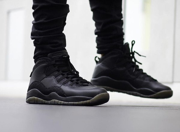 Drake x Air Jordan 10 Retro OVO Black Metallic Gold pas cher (1)