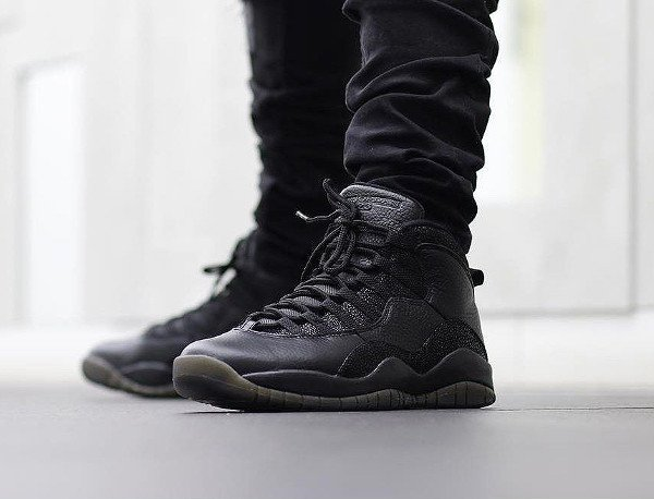 Drake x Air Jordan 10 Retro OVO Black Metallic Gold pas cher (2)