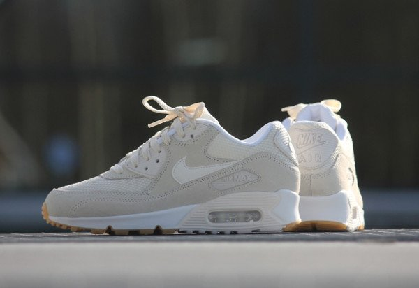 Gros plan sur la Nike Air Max 90 Essential Phantom Gum