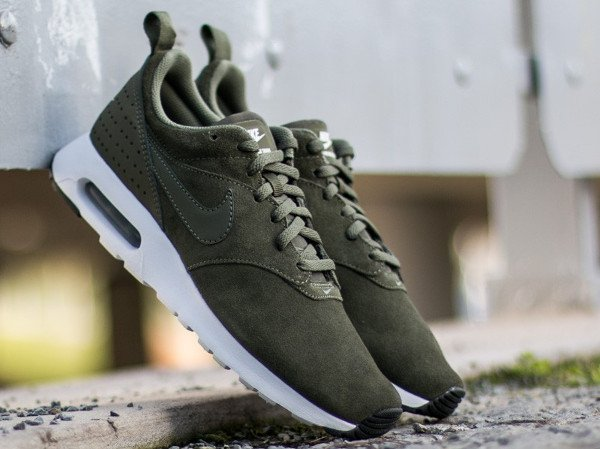 los angeles 532e8 e3c39 Nike Air Max Tavas Leather Medium Olive (1)